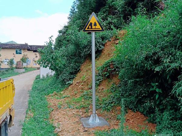 我市全方面加强农村公路养护管理